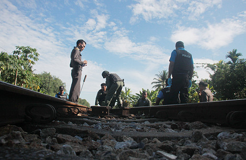 Bombs cut far South rail line near border