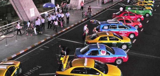 Taxi services at airports to be reorganized